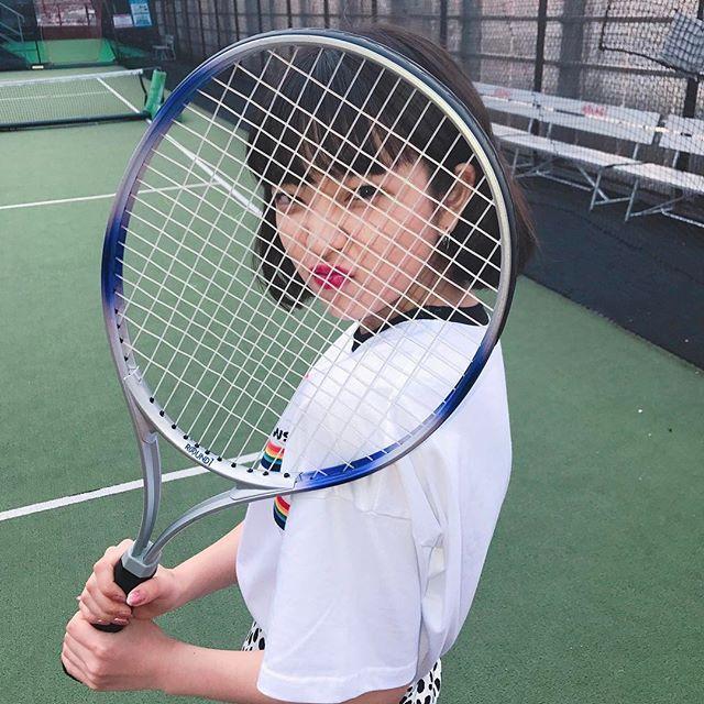 テニスできます、風  バドミントンならできるのに!  テニスぜんっぜんできない!