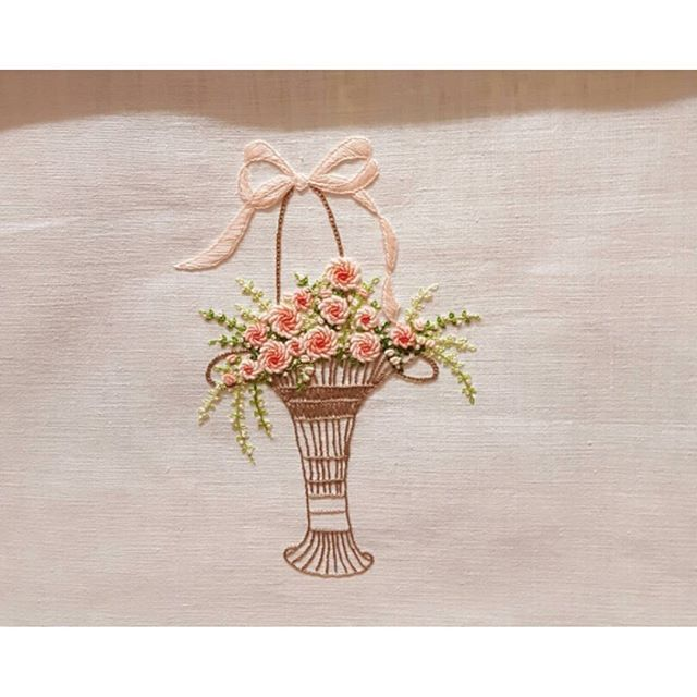 #embroidery #flowers #embroider #needlework #hobbycraft #roseembroidery #embroiderydesign #patten #handembroidery #embroiderypatten #broderie #gachi