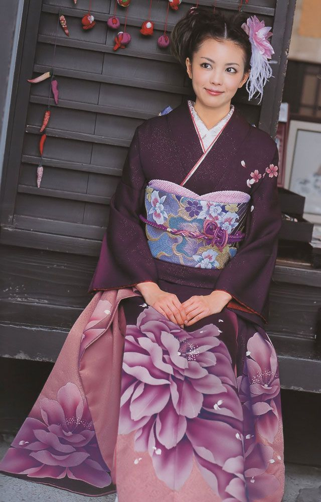 A completely modern rental furisode from Pure Santa.