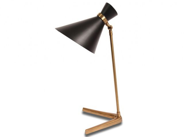 Un design vintage années 50 pour cette lampe en laiton à poser qui nous rappelle les intérieurs brésiliens de cette époque !  Lampe Peggy, D 15 cm x H 50 cm, 275 €, Epi Luminaires