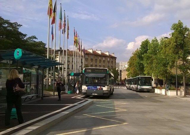 La gare routière Mairie d'Issy remise en service ! Rouverte au public depuis le 29 septembre dernier, les usagers ont dorénavant le plaisir de retrouver une gare plus belle et plus accessible.