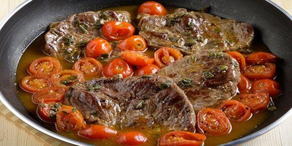 Carne alla pizzaiola - Λεπτές μoσχαρίσιες μπριζόλες με σάλτσα από ντοματίνια και κρασί