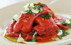 Πιπεριές Φλωρίνης με σκορδάτη σάλτσα. Μια εύκολη και πολύ απλή συνταγή, για να απολαύσετε ένα νόστιμο ορεκτικό ή μεζέ με το ποτό σας ή συνοδευτικά με το ψη