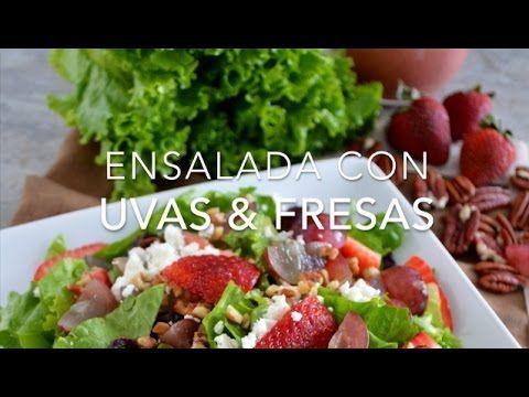 Ensalada con uvas, fresa y nuez con aderezo de fresa