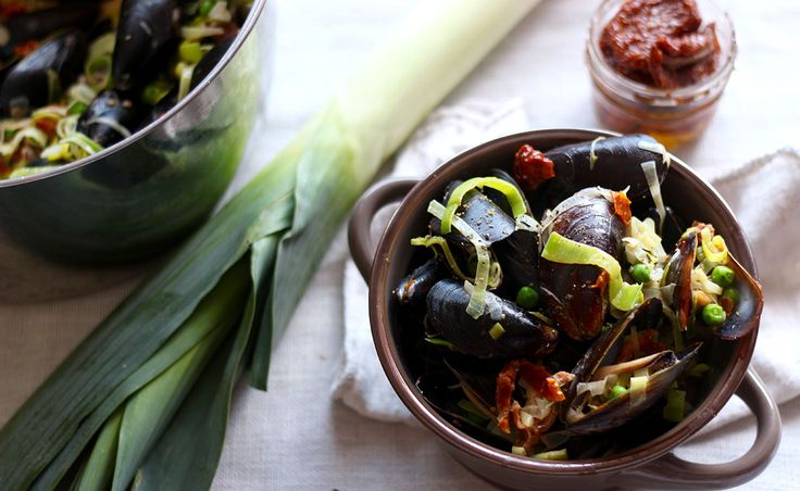 Lactose Free Mussels with cream, leeks, sun-dried tomatoes and peas