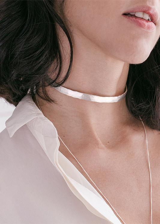 Choker de prata martelada. Seu tamanho pode ser ajustado no pescoço Atenção:Será enviado em até 7 dias úteis depois do pagamento.