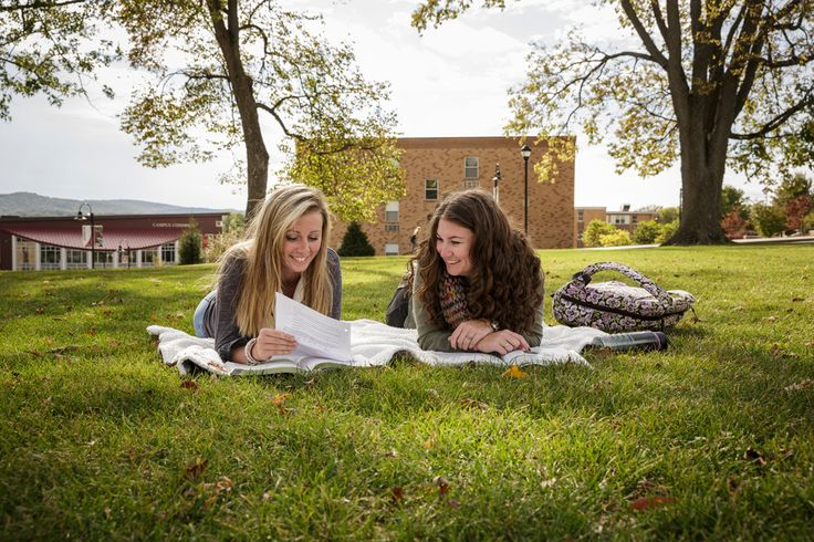 #Alvernia's beautiful #campus lends itself for perfect study sessions in the #fall! Grab a blanket and head out to your favorite grassy spot.