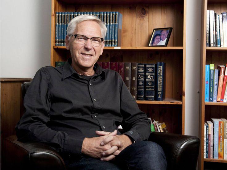 Jan Pool, schrijver en voorganger, vertelt waarin een mens uniek is!