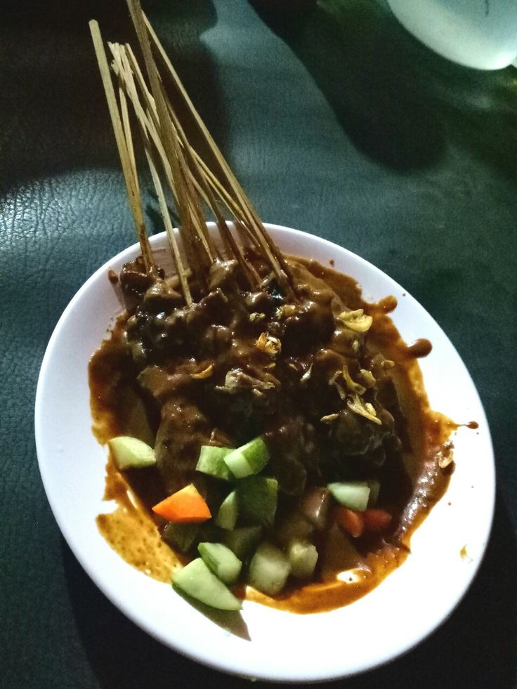 Satai Madura (Grilled skewers chopped meat with peanut sauce and pickles)