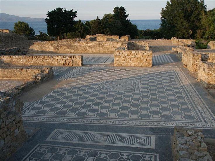 Restauran mosaicos romanos en Ampurias - Misterio Red