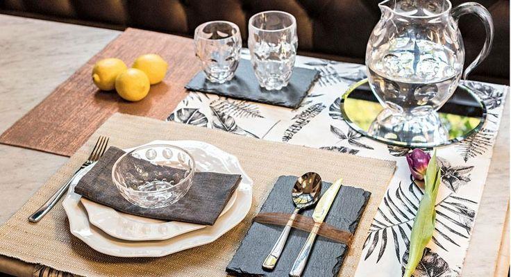 Arricchisci la tua tavola con la nuova collezione Venice firmata Fratelli Guzzini. Realizzati in vetro e acrilico, le forme giocano con effetti di diversi spessori e sono particolarmente lucenti come il cristallo. Scegli tra bicchieri, tazze, tazzine, ciotole, caraffe, zuccheriere e vassoi.