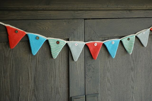 Greedy For Colour: A Christmas Crochet Advent Bunting Tutorial.