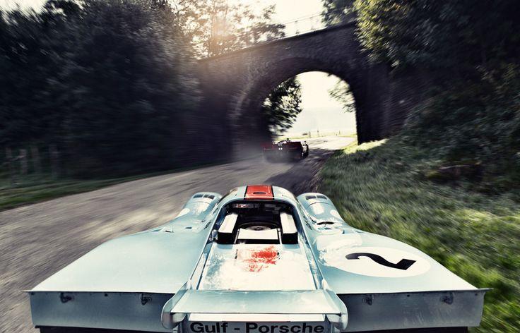 Porsche 917K chasing a Ferrari 512S