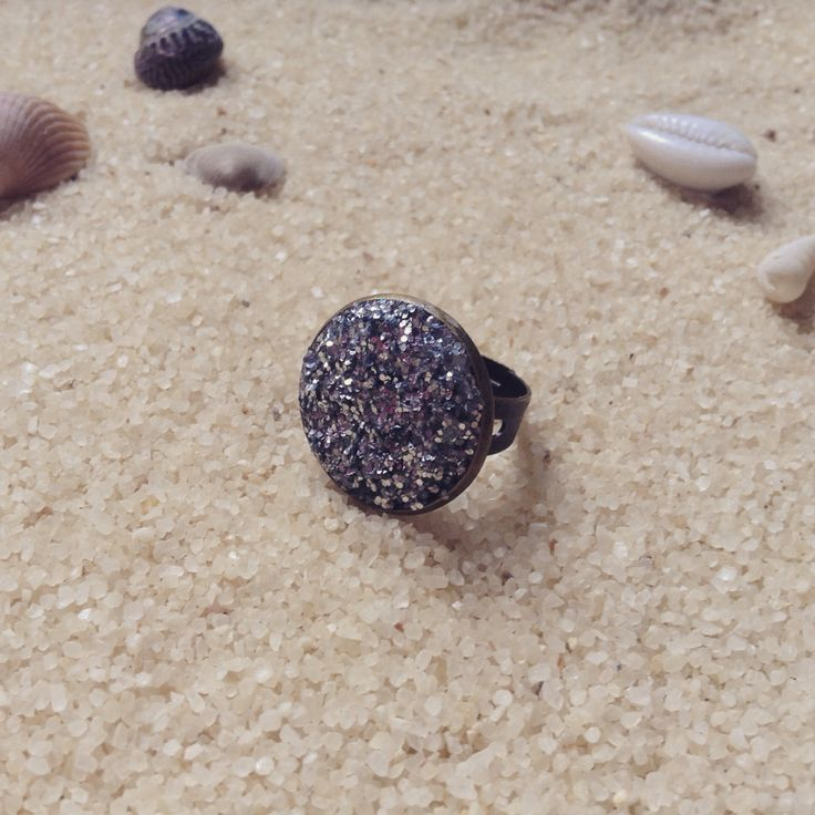 Gorgeous new glitter ball statement rings now available through our etsy store! These faux druzy style cabochon rings are just £3.95 each! So don't miss out on your chance to make your friends jealous with one of these stunning rings.