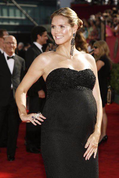 Heidi Klum at a red carpet, she's pregnant