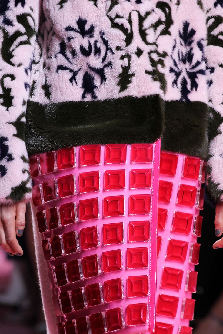 Mary Katrantzou Fall 2015 Ready-to-Wear - Dress details Siked on demure/more understated use of plastics to create new patterns and volumes