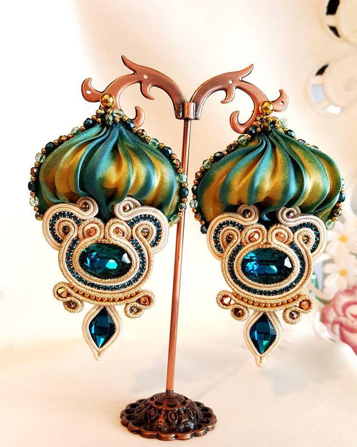 #soutache #moda #fashion #handmade #earrings #chic #collar #trendy #jewelry #style #orecchini #design #swarovski #color #accessories #setashibori #shibori #bijoux #instafashion #creatività #art #nuovatecnica #instacool #creazionifantasia #silk