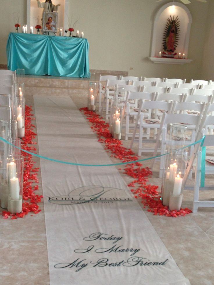 Floor runners can be created to your liking. Chapel at El Dorado Maroma