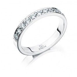 Smakfull+förlovningsring/vigselring+i+18k+vitguld+från+Schalins+i+serien+Passion.+Ringen+har+11+stycken+diamanter+infattade+på+totalt+0,44ct+WVS.