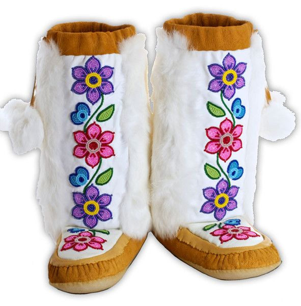 Manitobah Women'sRosa Scribe Mukluk 7....beautiful, but coveting a handmade Gwitchin pair...