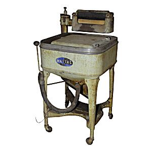 Vintage Maytag Washing Machine.  great display item for clothing store or  appliance store.  Even holds ice water for beer 36in H X 30in W91.4cm H X 76.2cm W