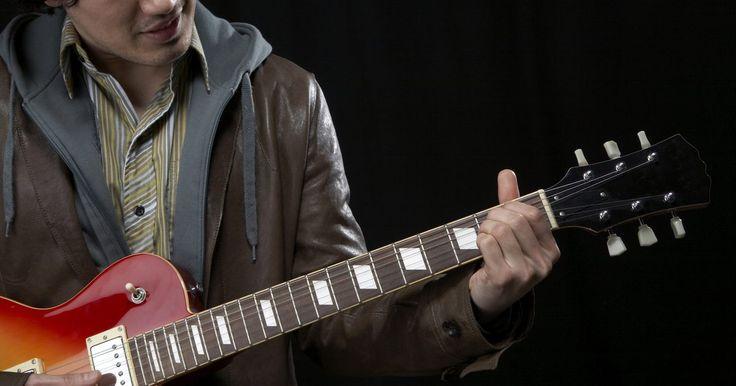 """Historia de las guitarras Samick. Samick posee fábricas de guitarras en los Estados Unidos, China, Indonesia y Corea del Sur. """"Fundada en 1958, Samick tiene más de 50 años de experiencia en la fabricación de instrumentos musicales de alta calidad"""", según el sitio web de la compañía. Fabrica más de 1 millón de guitarras acústicas y eléctricas al año. Las marcas Abilene y Silvertone ..."""