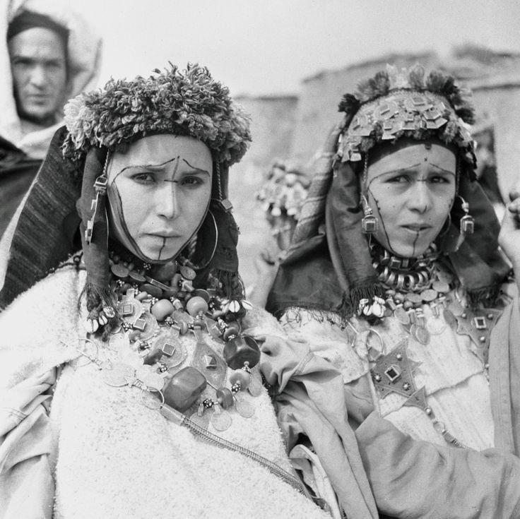 des Jeunes femmes des Ida ou Zekri aux visages tatoués