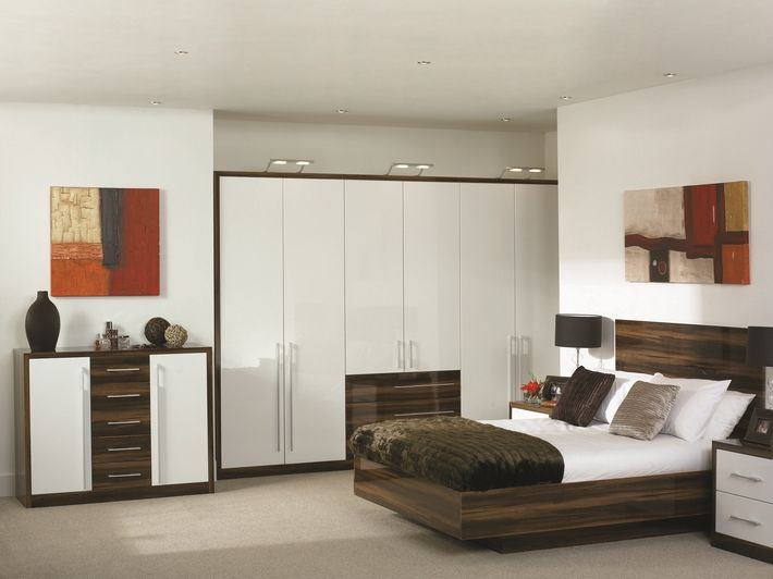 The High Gloss Plum Prunus Venice bedroom design is a style that's renowned the world over. This high gloss, sleek and modern bedroom includes overhead lights. It's elegant, yet modern.