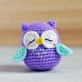 Get the free pattern and tutorial of a purple sleepy owl amigurumi named Mr. Murasaki,.