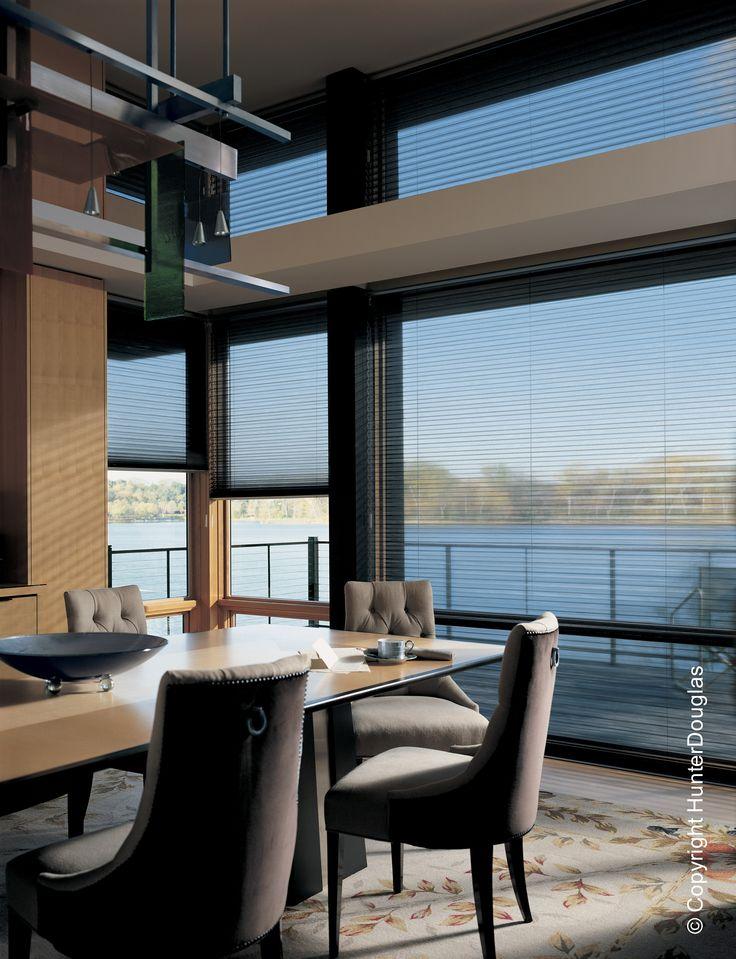 Além de oferecer um design sofisticado, a cortina Duette proporciona conforto térmico e acústico às salas de jantar.