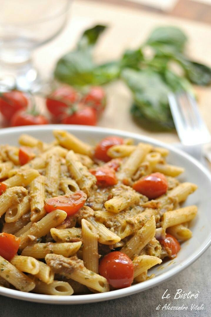 Pasta alla Carlofortina: pesto, tuna and sweet cherry tomatoes 😋
