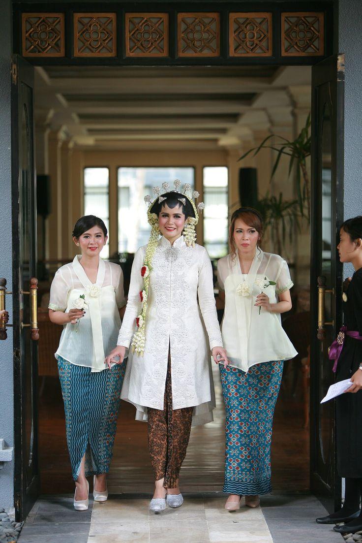 Pernikahan Adat Jawa Selly dan Adit di Yogyakarta