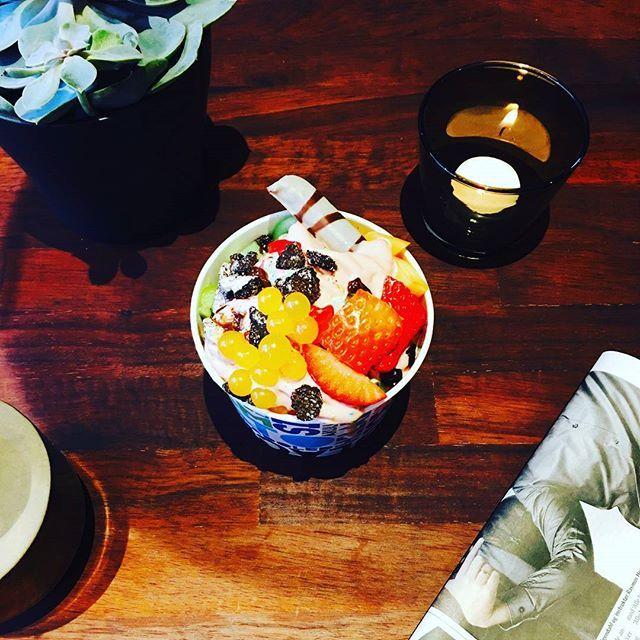 Lav din favorit Frozen yougurt med vores lækre udvalg af smag/toppings og frisk frugt🍧🍓🍌🍍🍉  #Angelinaslifeisadessert#Angelinas#herning#frozenyogurt#dessertcafe#desserts