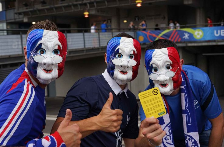 French supporters gathered near the gates of the Stade de France prior to the Group A stage match France vs Romania played at the Stade the France in Paris, France - 10/06/2016//SIPA_1200.0112/Credit:TRISTAN LESTIVAL/SIPA/1606102042