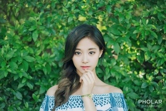 Tzuyu is the next TWICE angel to pose for photo blog Pholar | allkpop.com