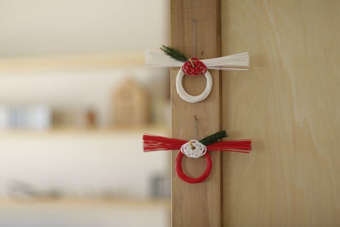 「お正月飾り」 一歩先を行くシンプルかつモダンさが素敵!紅白色違いで飾ってもお洒落ですね。