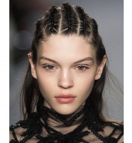 Des tresses africaines fines sur cheveux lâches