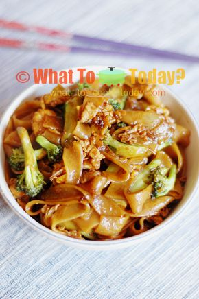 phad see ewe/ Thai stir-fried noodle with soy sauce