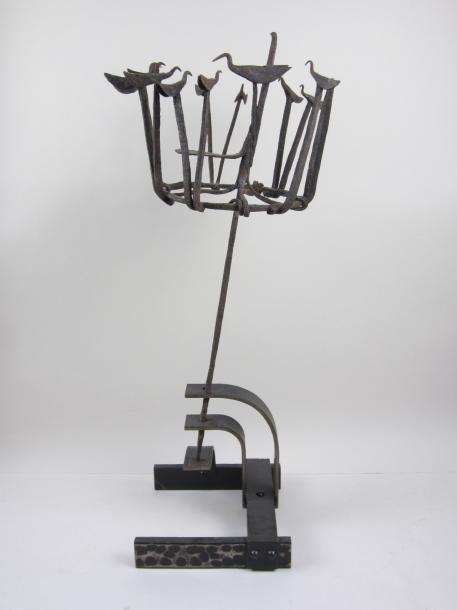 Art populaire français. Sculpture en fer forgé figurant des oiseaux, présenté sur un beau socle en fer forgé d'époque Art Déco. H totale 60 cm - Metayer Maison de Ventes aux Enchères - 27/01/2015
