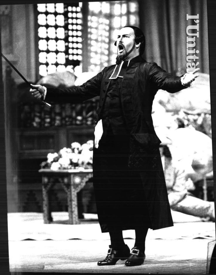 Ruggero Raimondi, costumi di Maurizio Millenotti, regia di Carlo Verdone, Teatro dell'Opera, Roma, 1992.