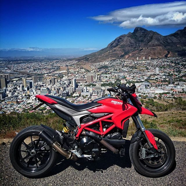 When your plans don't work out #rideanyway  #testastretta #ducati #hypermotard #italianstyle #ducatista #ducatinsta #ducatisofinstagram #ducatilife #bikelife #motorcyclesforeveryone @ducati_sa @ducati.cape.town