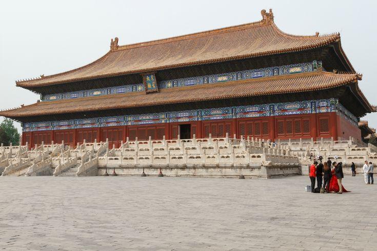 Храм Императорских Предков Таймяо находится к востоку от ворот Тяньаньмэнь. Несколько раз в год императоры совершали здесь церемонию жертвоприношения.