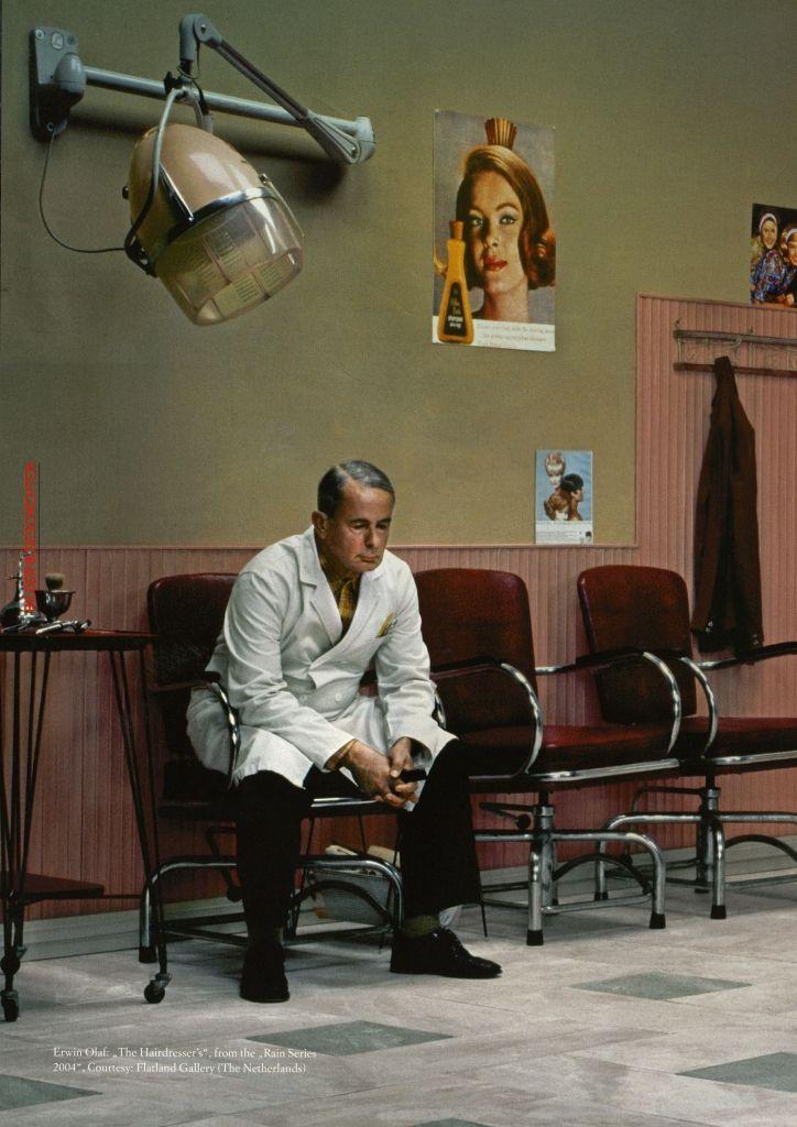Erwin Olaf - The hairdresser, Rain serie (2004). Vu à l'expo Topografias de la Memoria présentée à l'Alhondiga (Bilbao)