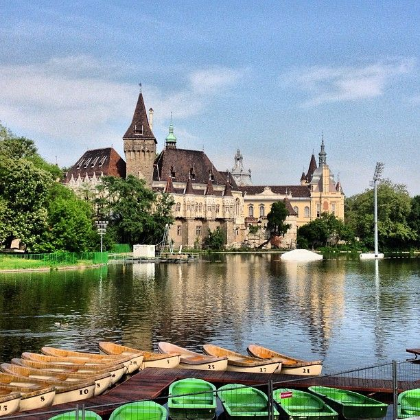 Fairytale with a cute lake (you can rent a boat), super romantic.