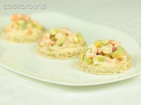 Crostini con salsa rosa, gamberi e avocado: Ricette di Cookaround | Cookaround