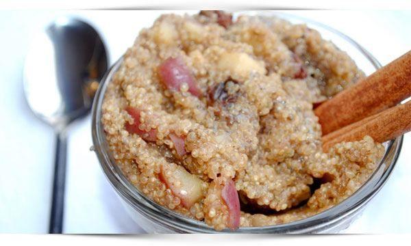 Recept: Heerlijk quinoa ontbijt met appel en kaneel. Kickstart je dag met dit eiwitrijke, gezonde quinoa ontbijt en krijg lang een verzadigd gevoel.