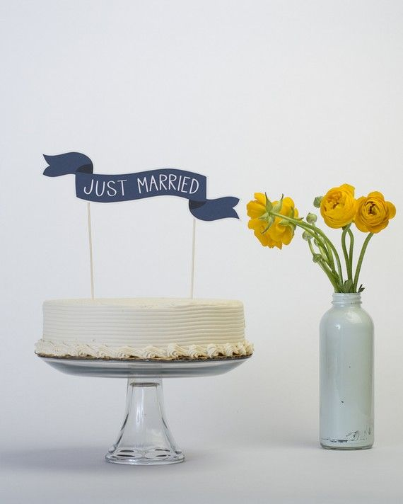 just married flag. So cute!: Wedding Cake Toppers, Ideas, Custom Cakes, Cake Banner, Weddings, Banners Cakes Toppers, Cute Cakes, Cakes Banners, Wedding Cakes Toppers