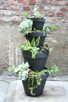 Una torre de macetas es un elemento decorativo muy interesante para nuestro jardín, patio o terraza. Con ella conseguimos lo que normalmente nos falta que es verticalidad, sobre todo cuando nuestro…