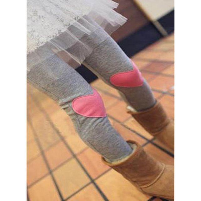 Leggin fillette très original avec un cœur rose sur un leggin gris. Des couleurs contrastées pour se faire remarquer ! Taille 1 = Environ 2 ansTaille 2 = environ 3 ansTaille 3 = environ 4 ansTaille 4 = environ 5 ansTaille 5 = environ 6/7 ans