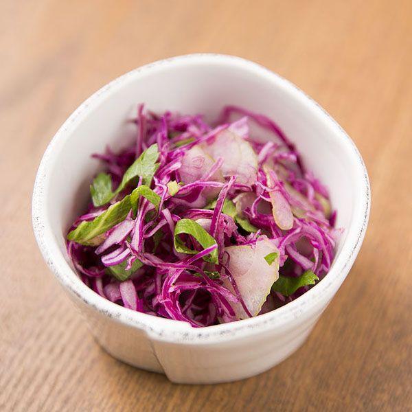 #幸也飯の中数あるレシピの中でもアクセントとしてよく使われるおかずの一つ。紫キャベツは料理上手の人なら必ず使う野菜。お弁当をぱっと鮮やかに演出してくれるので、ぜひ取り入れてみてください。